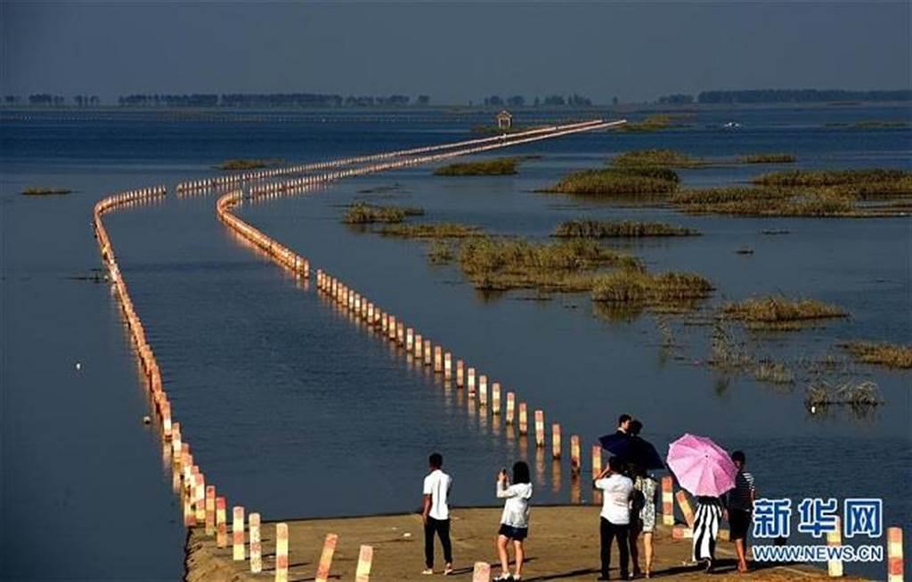 「水上公路」就是永吳公路的大湖池段。(新華網)
