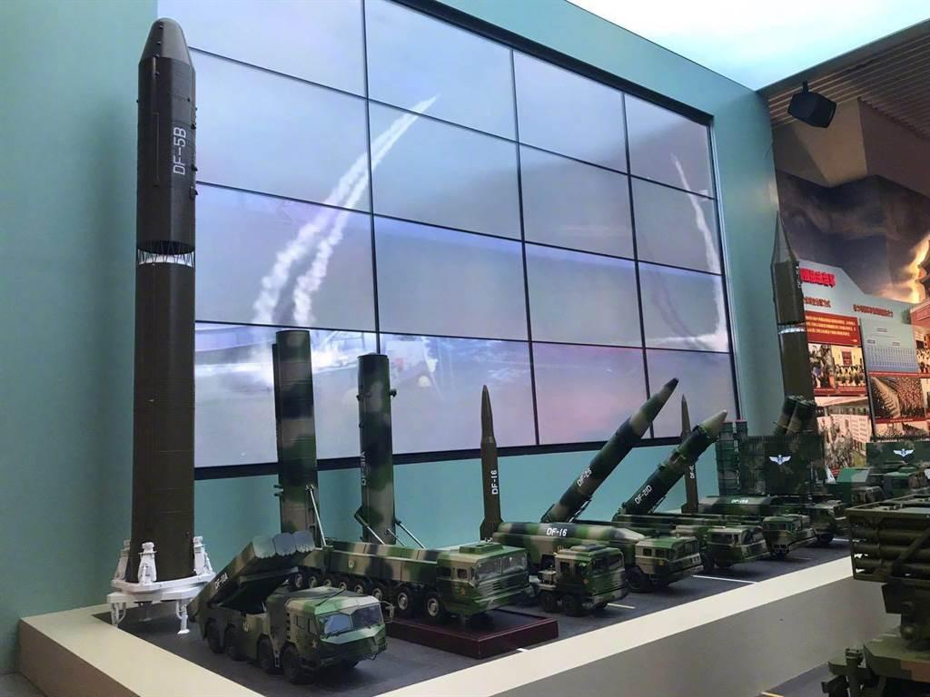 由左至右依序為東風-5B多彈頭洲際核飛彈、東風-31AG與東風-31洲際彈道飛彈、東風-16戰術彈道飛彈、東風-26中遠程彈道飛彈、東風-21D反艦彈道飛彈等。