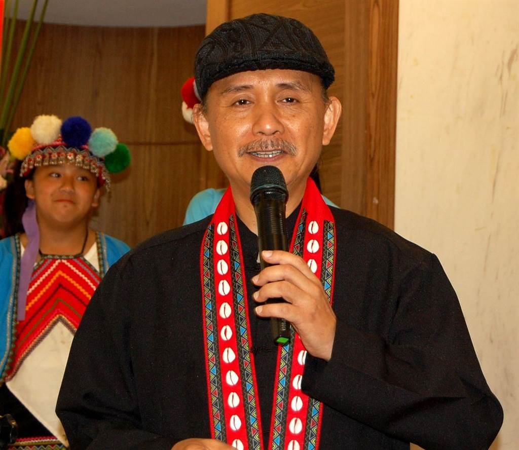 鄒族音樂才子杜銘哲神似國父,為來吉國小學童詩譜曲。(廖素慧攝)