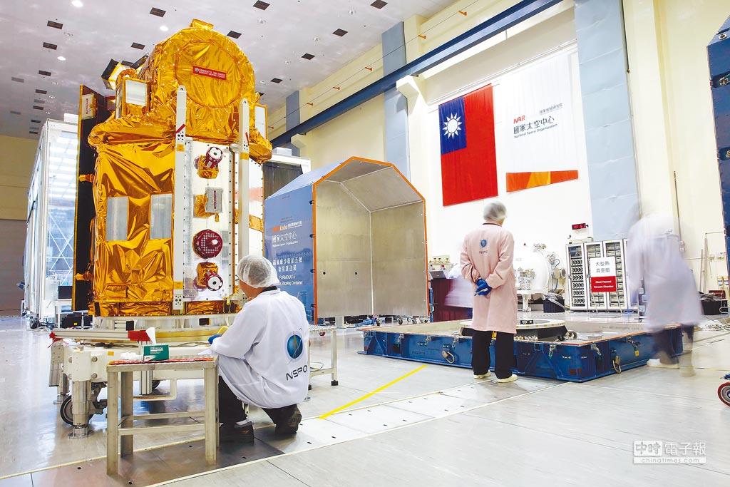 福爾摩沙衛星5號放置運送箱。(國家太空中心提供)
