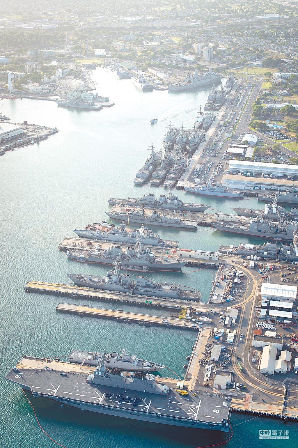 美國智庫專家表示,北韓的長程彈道飛彈射程可抵夏威夷,珍珠港在內的美軍基地恐成為北韓核攻擊目標。圖為停靠在珍珠港的各國艦艇。(取自美國海軍官網)