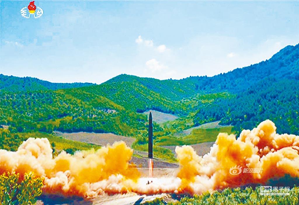 北韓4日試射新型洲際飛彈「火星-14型」。(取自北韓勞動新聞)