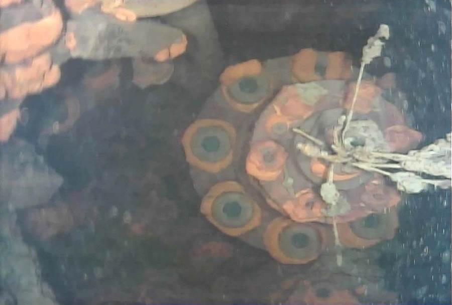 東電的無人潛水機器人首次在福島3號機反應爐的的下方水裡,找到熔毀的核燃料。(IRID)