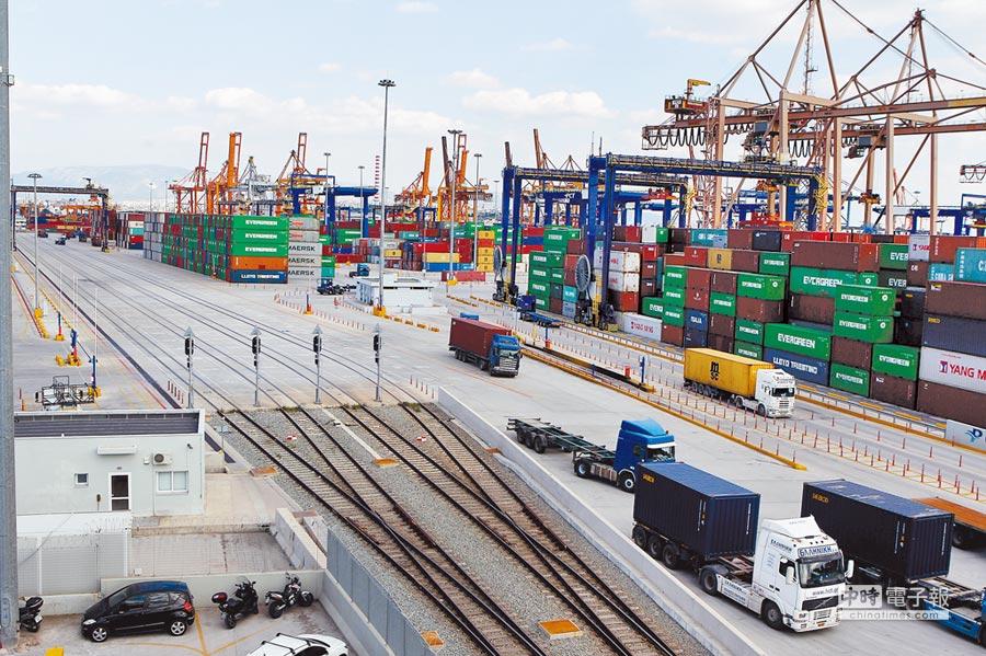 在大陸一帶一路戰略引領下,相關產業資金需求大增,醞釀跨境金融商機。(中新社資料照片)