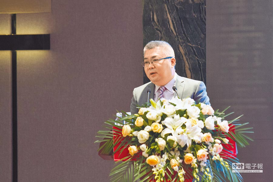 東亞銀行華中區域總監、杭州分行行長強振宇說,陸企走出海外易有跨境融資難問題,成為外資銀服務機會。(記者吳泓勳攝)