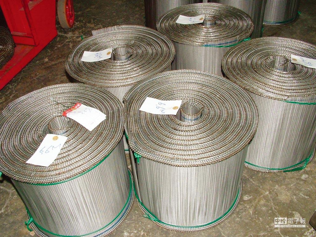 中證公司引進瑞典耐高溫不銹鋼線,經該公司精密設備及特殊加工處理的自動化輸送用金屬網帶,可滿足各種客戶的需求。圖/李水蓮