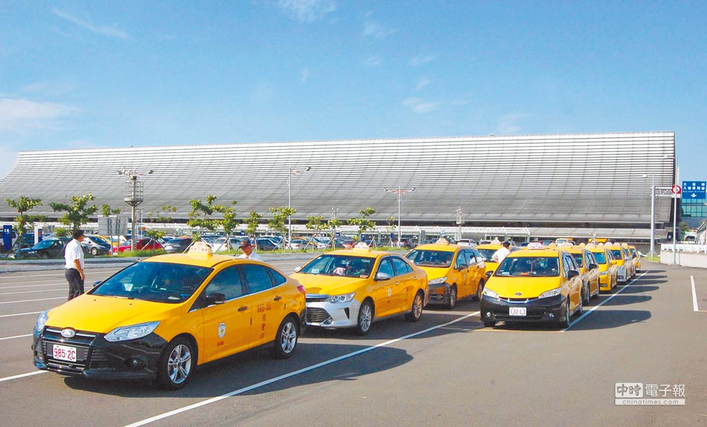 桃機將合法計程車數量大幅增至1000輛,希望能消減黃牛違法拉客。(本報資料照片)