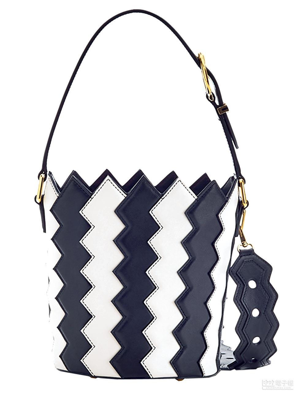 Ferragamo SATINE黑白色牛皮拼接水桶包,4萬1900元。(Ferragamo提供)