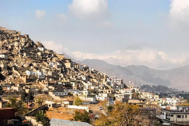 阿富汗首都喀布爾尚未爆炸前的街道景象。(圖/Shutterstock)