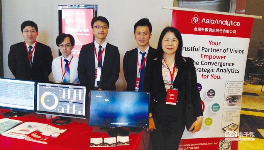 台灣析數總經理、輔大教授梁德馨(右一)主持研討會,介紹智能規畫分析排程系統。圖/業者提供