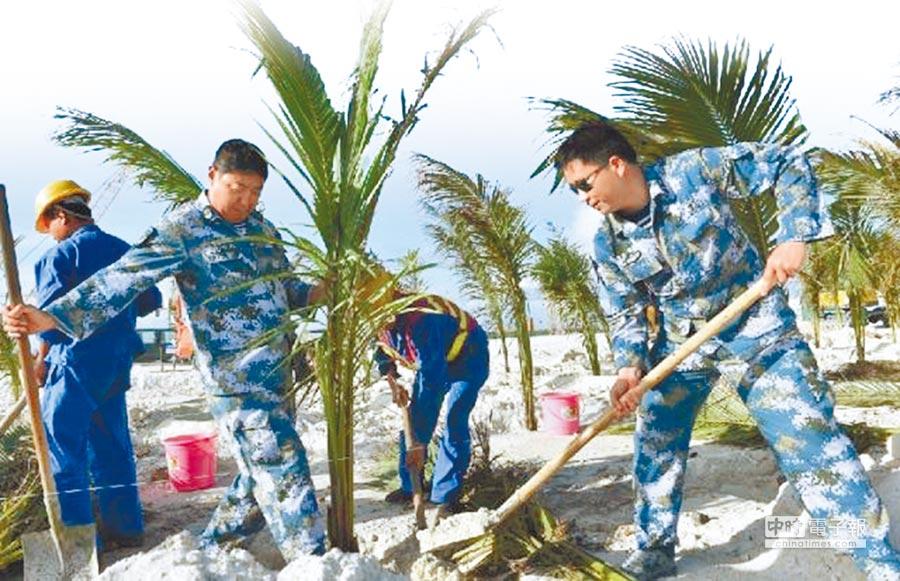 大陸海南省三沙市動員駐島官兵職工做綠化,在永興島廣植植物。(取自網路)