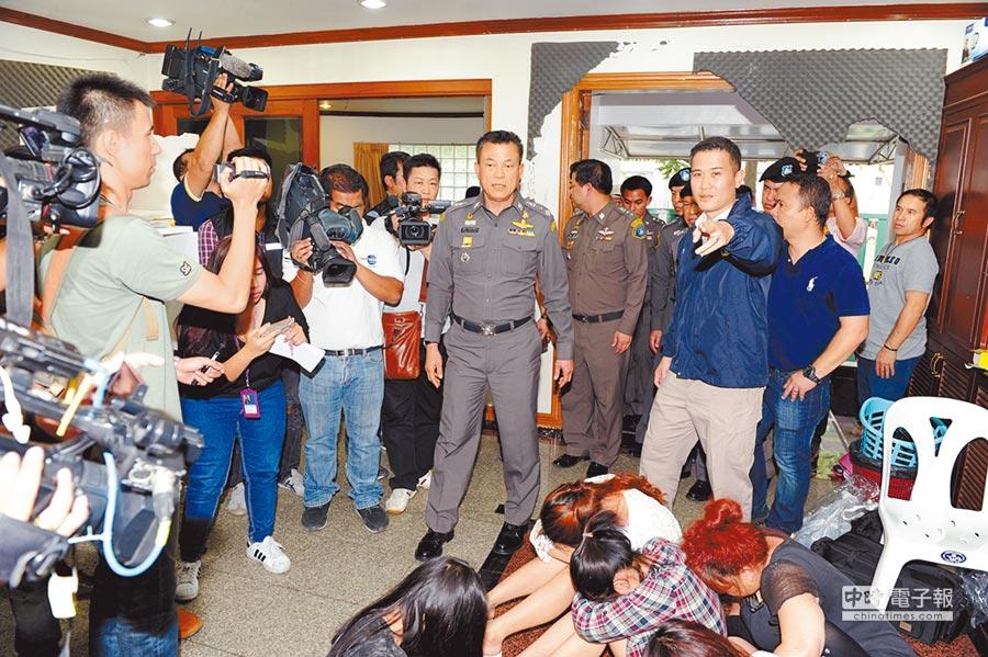 2015年12月24日,大陸聯手泰國警方偵破一起以台灣籍人員為首的特大跨境電信詐騙案。(中新社)