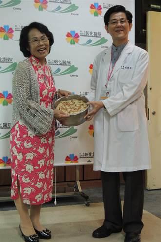彰化醫院「護肝團隊」 獲病患贈蘿蔔糕感謝