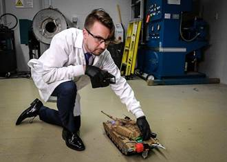 綠能科技大突破 奈米鋁可把水變燃炓