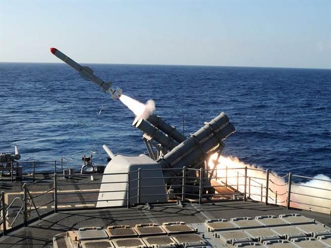 美國海軍40年來都使用魚叉反艦飛彈做為主要對艦打擊武力,不過其他國家的反艦飛彈性能已超越魚叉。(圖/美國海軍)