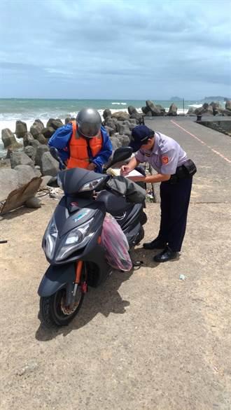 中颱來襲照樣觀浪釣魚 警勸離32人