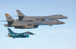 轟炸機、薩德齊發 川普向平壤秀武力