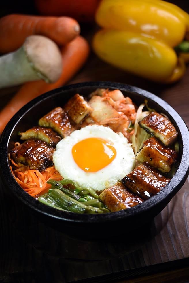 日韓混血的鄉「鰻魚石鍋拌飯」,可以一次兼饗日本與韓國的美味。(圖/姚舜攝)