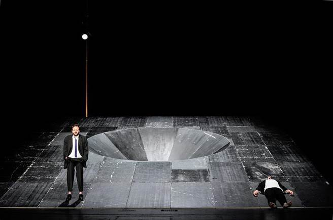 柏林德意志劇院《等待果陀》。(©Arno Declair)(圖/臺北藝術節)