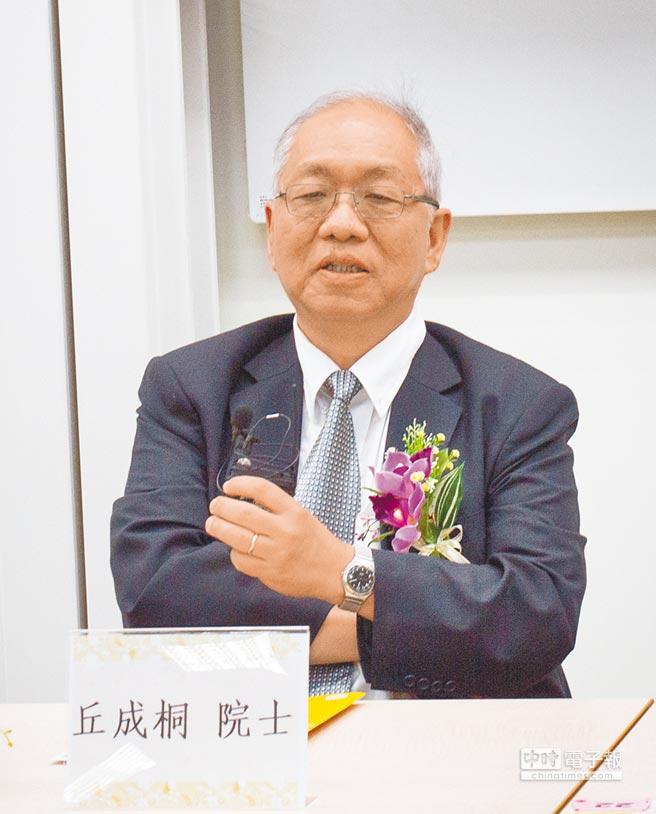 中央研究院院士丘成桐曾多次在演講中自謂,他的成功「是苦功而非天才」。(中時資料庫提供)
