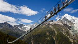 誰敢挑戰?世界第一長步行吊橋在瑞士落成