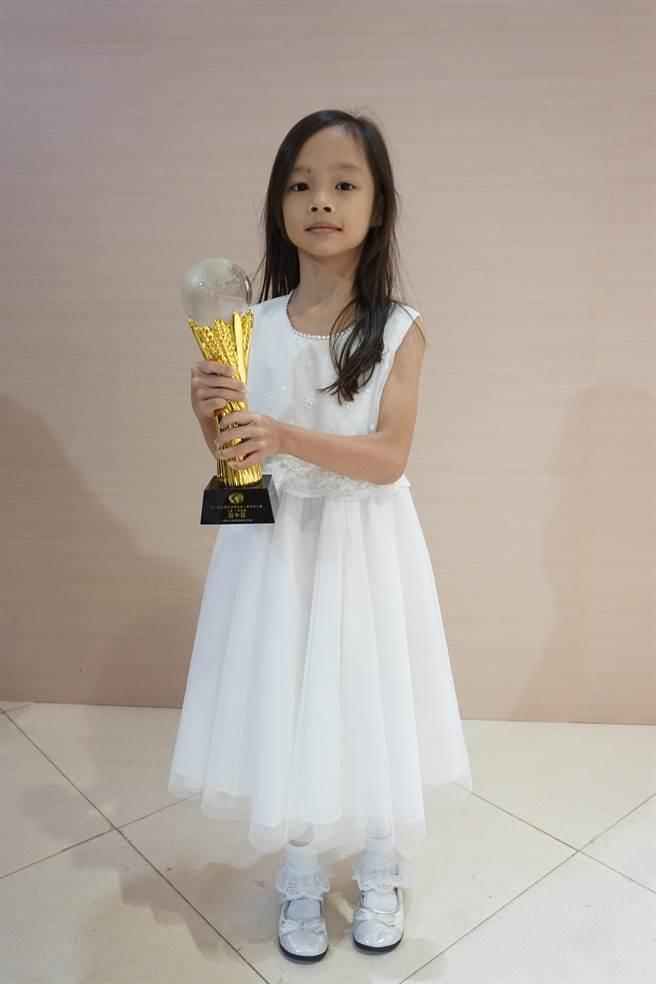 高市福東國小一年級丁協和,代表台灣參加亞太盃心算比賽,拿下「冠中冠」殊榮。(柯宗緯攝)