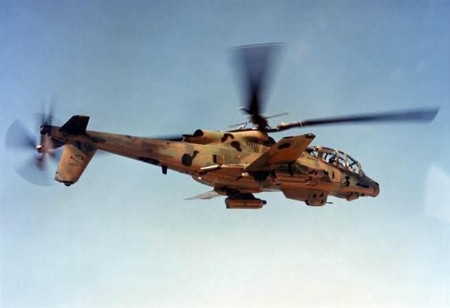 越戰時期,洛克希德公司曾研發過高速戰鬥直升機AH-56,它是直升機和飛機的複合體,創下時速400公里的極高航速,連阿帕契都辦不到。可惜因為技術複雜,在失事幾次後中止了研發。如今的S-97頗有繼承遺志的感覺(圖/網路)