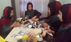 女兒才風光獲簽證參加美機器人大賽 父遭IS炸死