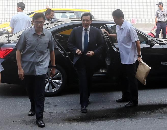 立委柯建銘自訴前總統馬英九涉嫌教唆洩密等罪,台北地院判決馬英九無罪,而柯不服建銘提上訴,高院4日再度開庭審理,前總統馬英九出庭。(趙雙傑攝)