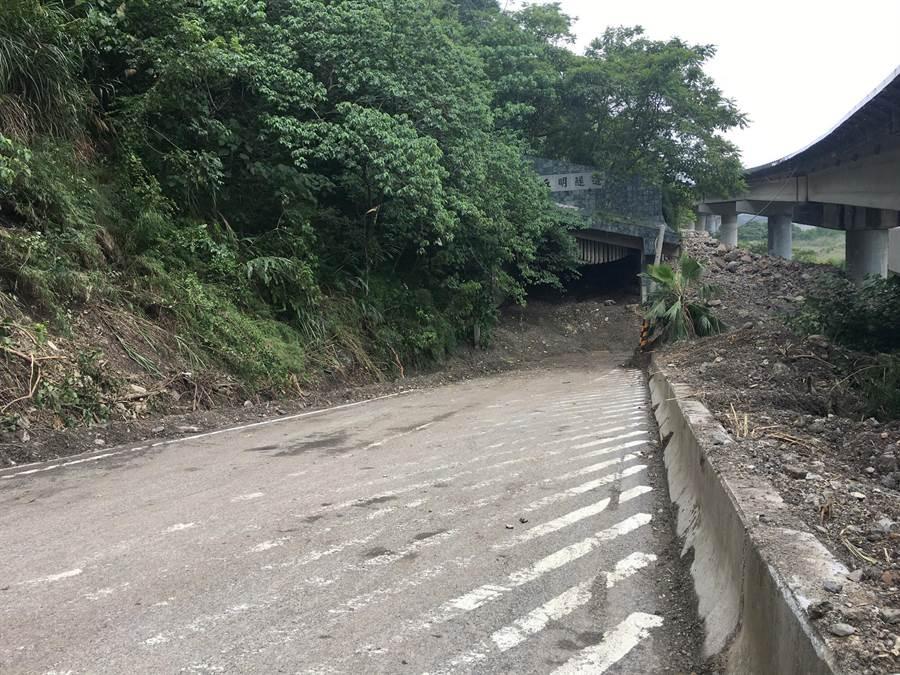 豐丘明隧道前方路面已作初步清理,明隧道口及裡面一部分空地將作為臨時垃圾轉運站。(沈揮勝攝)