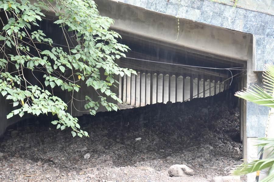 明隧道內土石清除後,可供作垃圾分類場地。(沈揮勝攝)