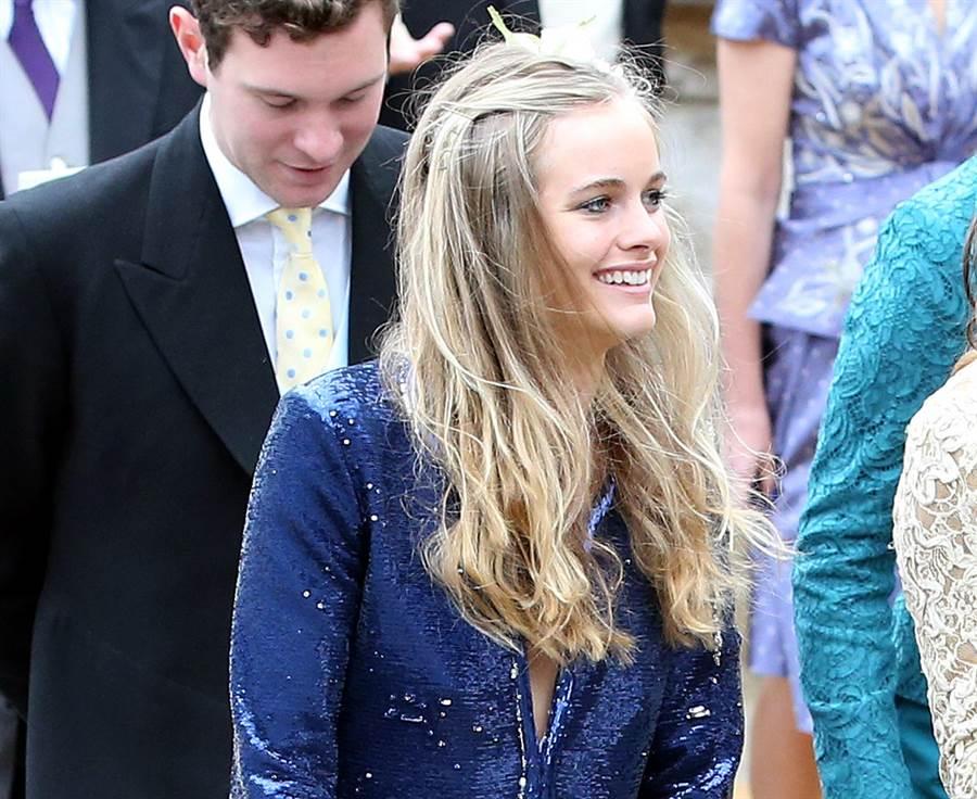 波娜絲2013年6月22日在英格蘭參加完朋友婚禮後的神情。(圖/美聯社)