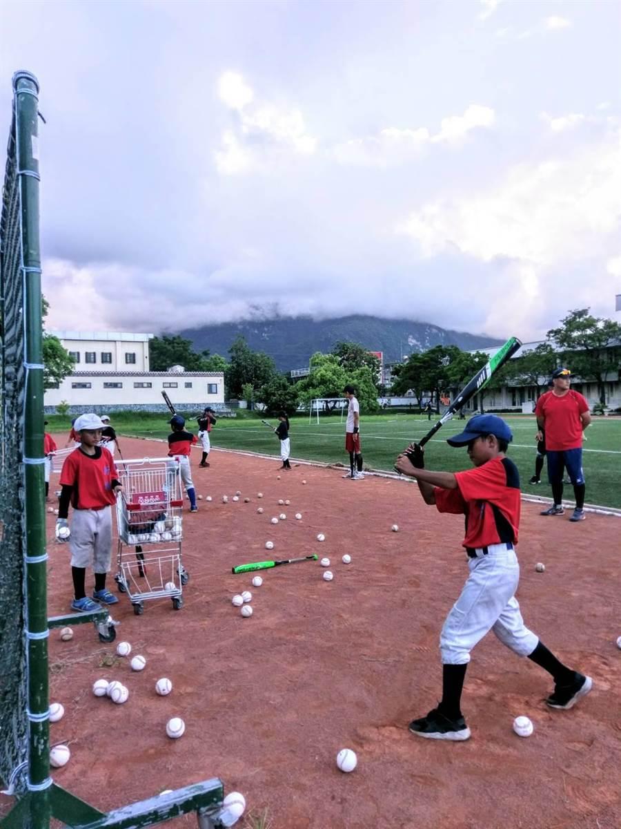 花莲能高棒球节三级棒球赛事,8月12日在花莲德兴棒球场等地开打。(许家寧翻摄)