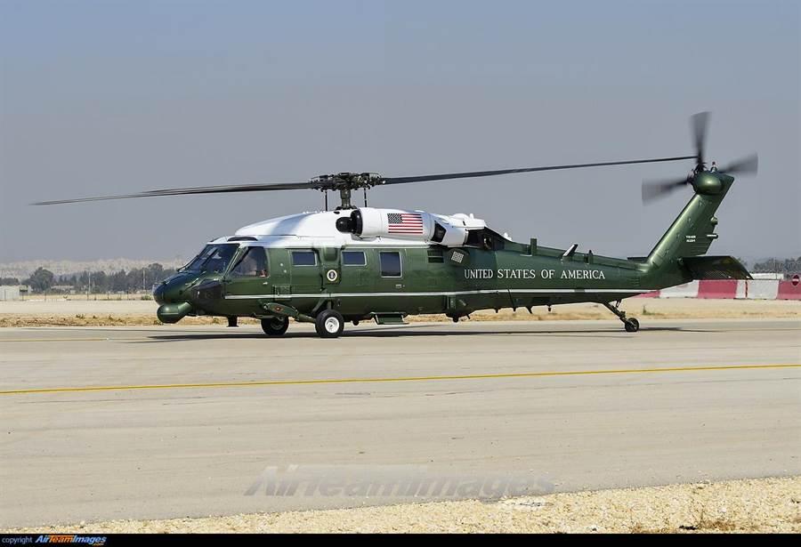 被稱為白鷹(與黑鷹相對)的VH-60,也是美國首長直升機隊伍的一員。(圖/AirTeam)