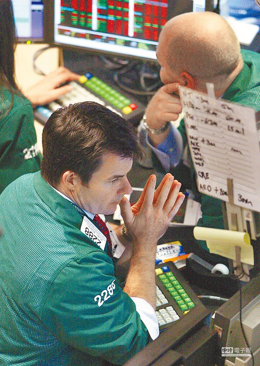 2008年9月15日,由于雷曼兄弟破产,美林被收购以及美国国际集团评级面临调降。道琼指数重挫逾500点。(新华社)