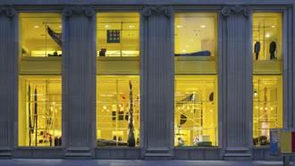 這間店一直施工中!?CALVIN KLEIN「全面性裝置藝術」讓麥迪遜大道旗艦店煥然一新