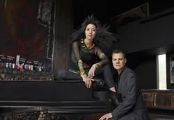 不是夫妻也非情侶 安德森與羅伊展現雙鋼琴好默契