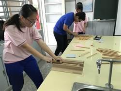 東新國中創客樂學營 製皂、刨筷動手過暑假