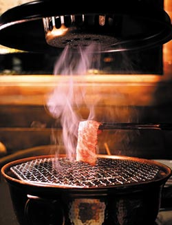 台.北.新.餐.廳-炭烤爐上做鬆餅 這頂級燒肉店真的好牛