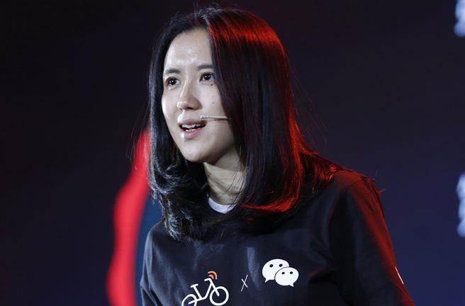 摩拜單車創始人兼總裁胡瑋煒在北京發表會上發言。(圖/新華社)