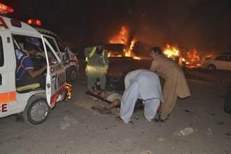 巴基斯坦軍用卡車遭炸彈襲擊 至少15人死