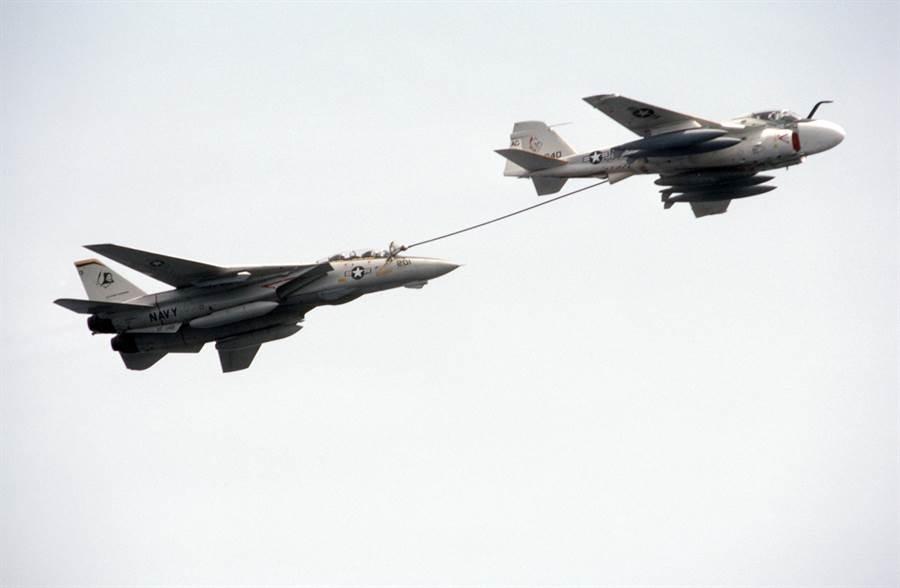 1970年後,美國航艦的加油機以KA-6D為主。(圖/維基百科)