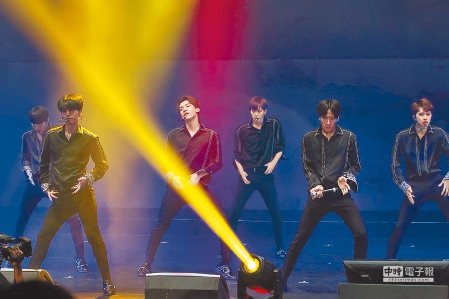 韓國男團VIXX不到兩個月再度來台,昨賣力演唱中文歌〈鎖鍊〉等多首新曲。