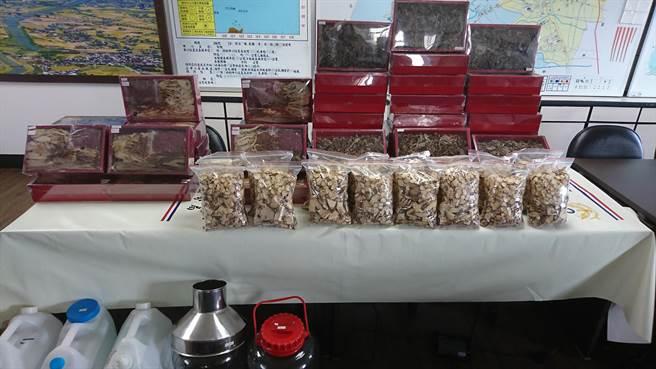 宜蘭警方所查扣,用來浸泡劣質藥酒並詐騙民眾的大批藥材及成品。(宜蘭警分局提供)