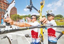 世大運選手村外 國旗遍地開花