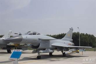 霹靂-8與鷹擊-91上身 陸殲-10B首秀鐵手