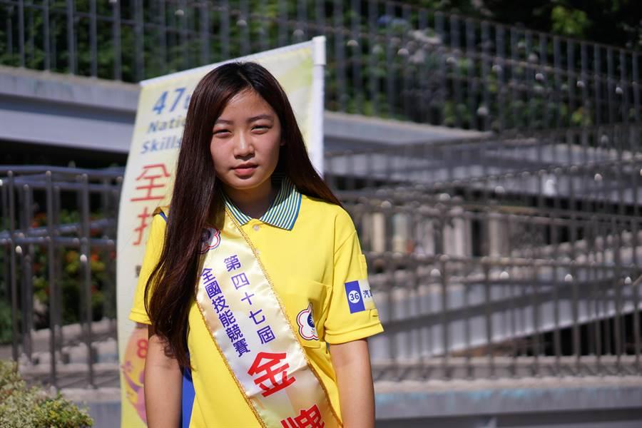 汽車噴漆職類參賽唯一女選手葉子瑜,在全國賽中能技壓群雄,勇奪金牌。(盧金足攝)