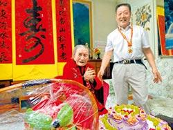 百歲壽星喜獲10萬人民幣大紅包