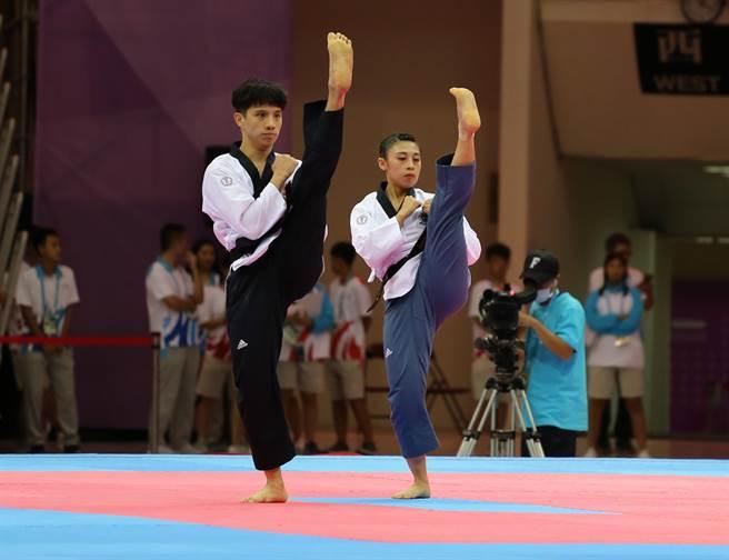 世大運跆拳道混雙李晟綱(左)與蘇佳恩聯手幫助中華隊奪得本屆第三面金牌。(世大運組委會提供)