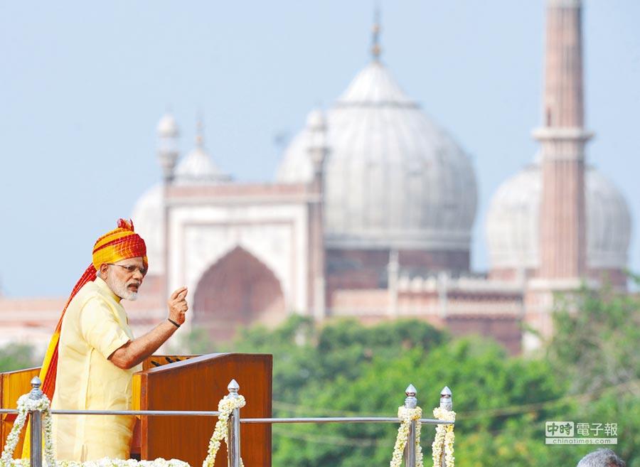 8月15日,印度總理莫迪在獨立日慶祝活動上講話。(新華社)
